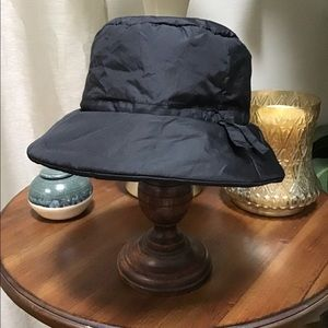 Nine West rain bucket hat black